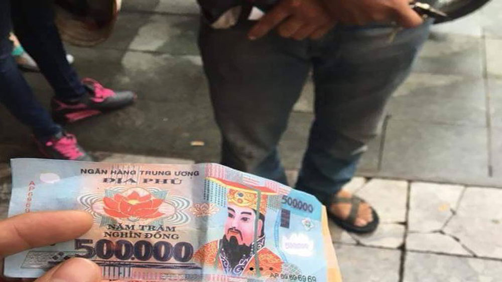 Hà Nội: Đi xích lô, hai du khách nước ngoài bị trả lại tiền âm phủ